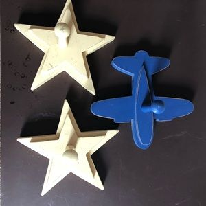 Wooden kid's clothes pegs, 2 stars and 1 airplane